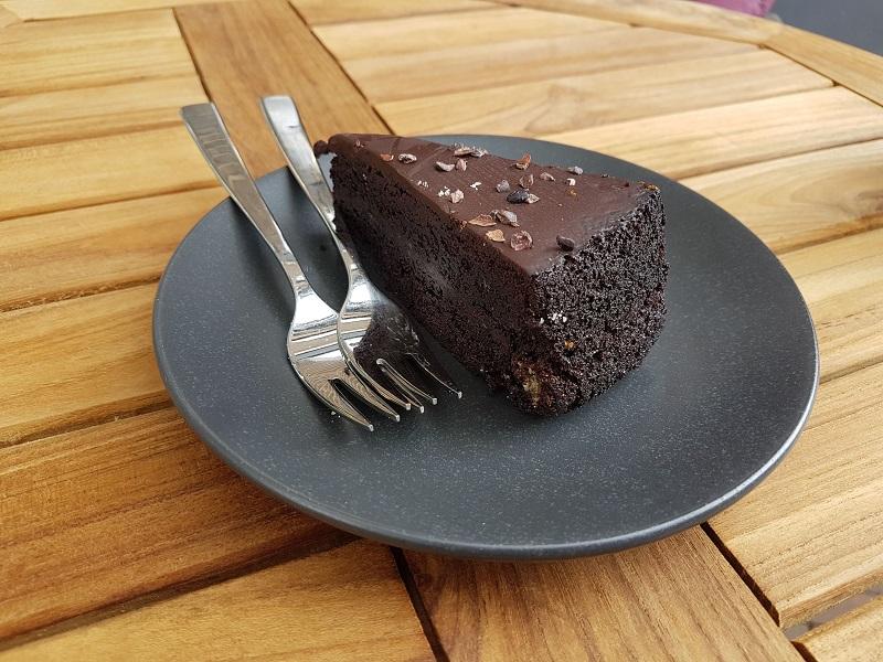 chocoladetaart met twee vorkjes